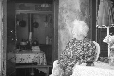 Le silence rêveur à sa porte est assis #1